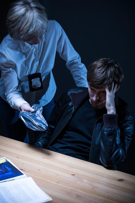 ¿Hasta Dónde Puede Llegar la Policía al Interrogar a un Sospechoso?