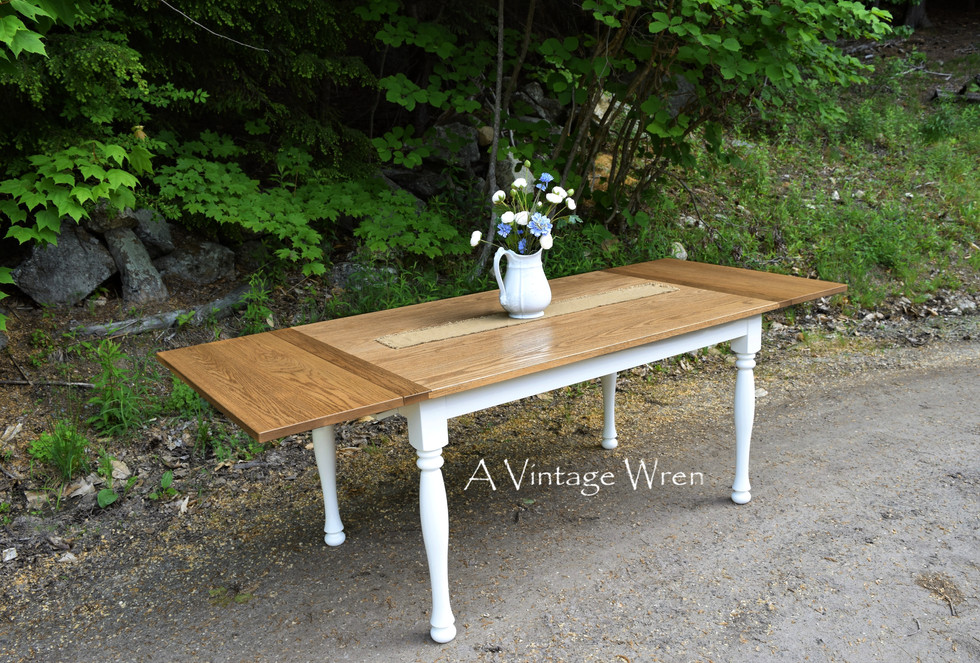 Extendable Red Oak dining table for 6