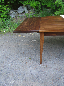 Shaker table with Company Boards