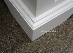 Molding detail on entryway bench