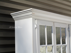 crown molding on hutch