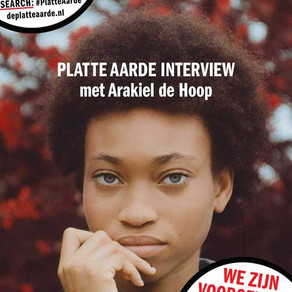 Platte Aarde-interview met twee scholieren voor profielwerkstuk.