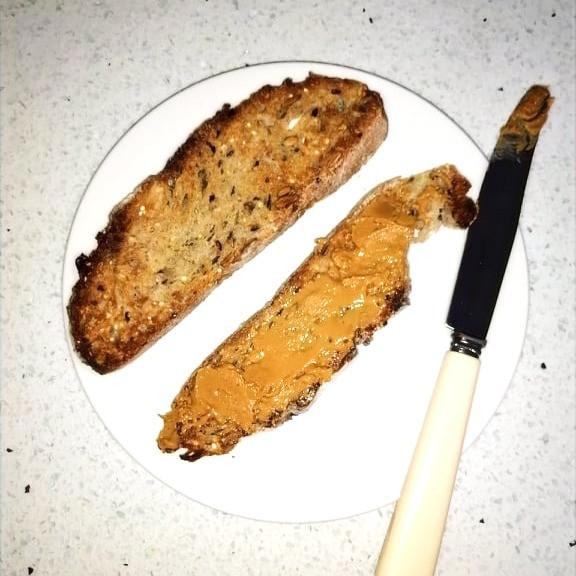 Nutrition_ Nutritionniste_ Dieteticienne_ tartines cereales et beurre de cacahuetes