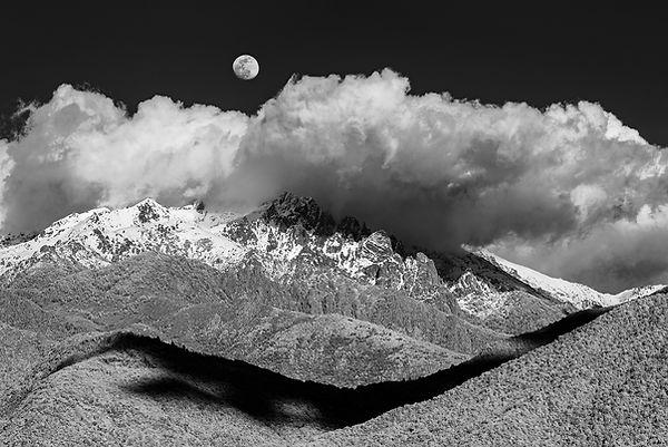 monte rotondu corse punta alle porte lune moonrise infrared klape vico soccia infrarouge clouds black and white