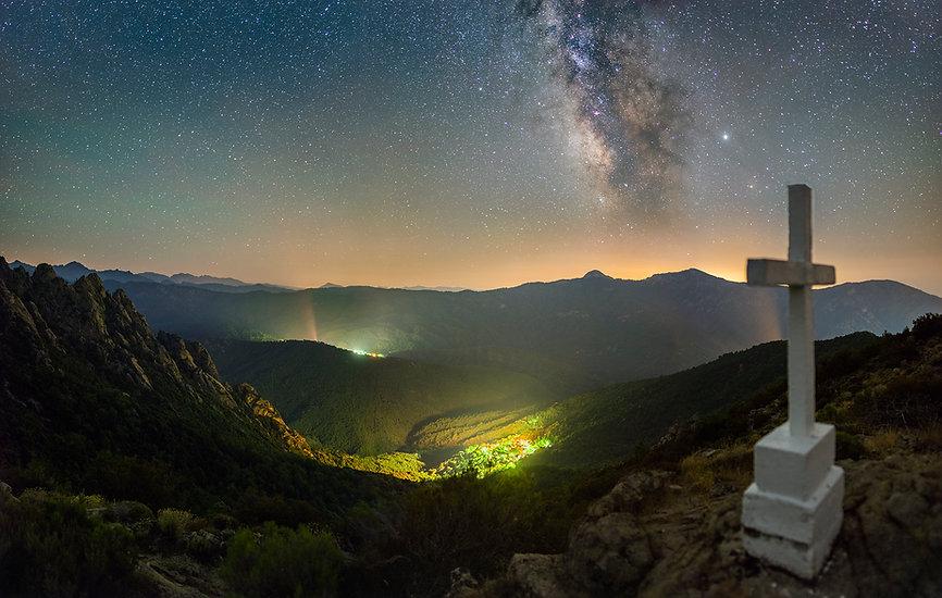 voie lactée nuit sur orto guagno village corse montagne nuit croix soccia