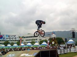 잔디밭 점프대