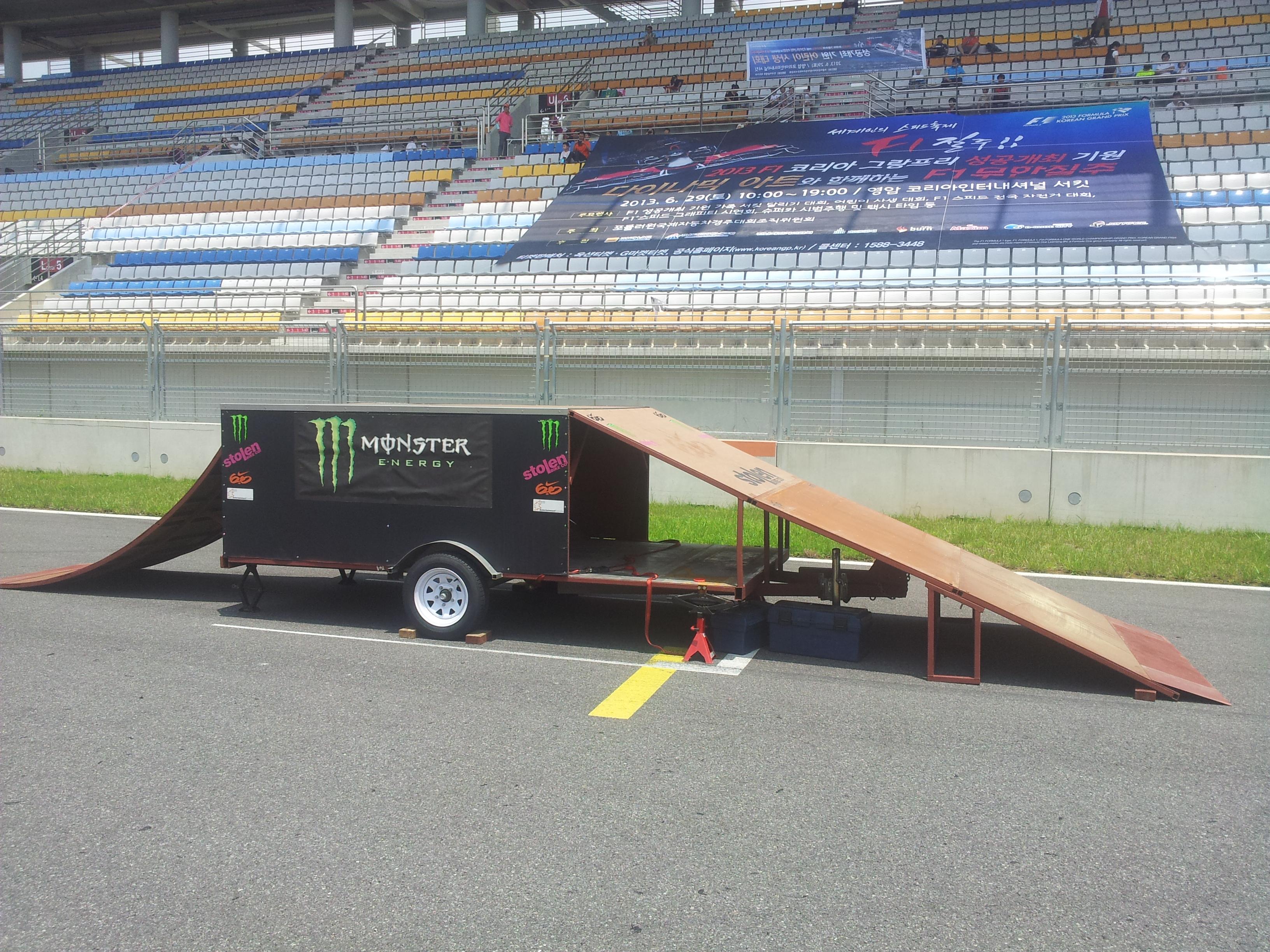 영암 F1 트렉에 설치된 트레일러