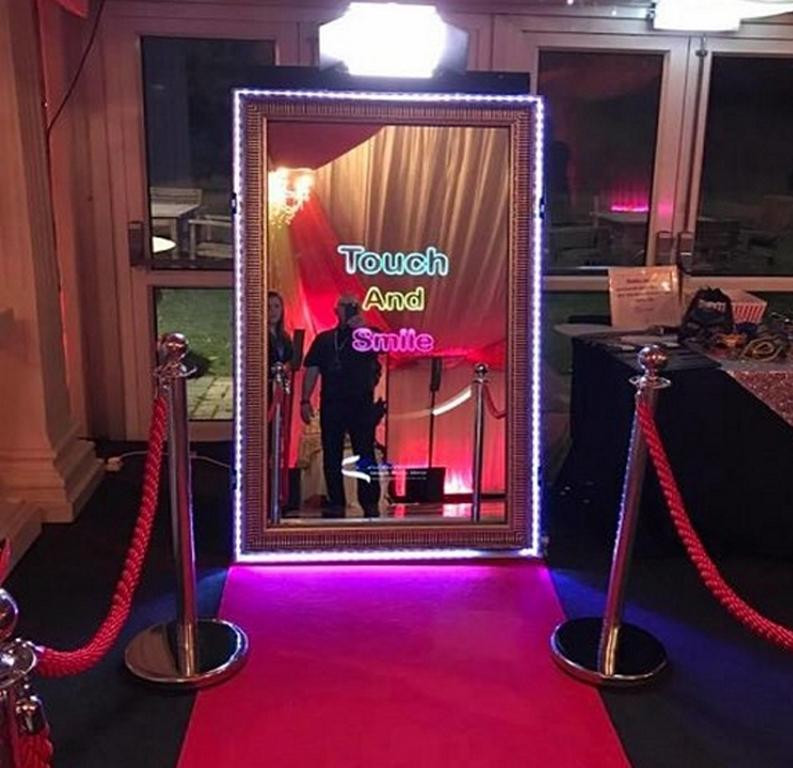 enchanted-magic-mirror-booth.jpg