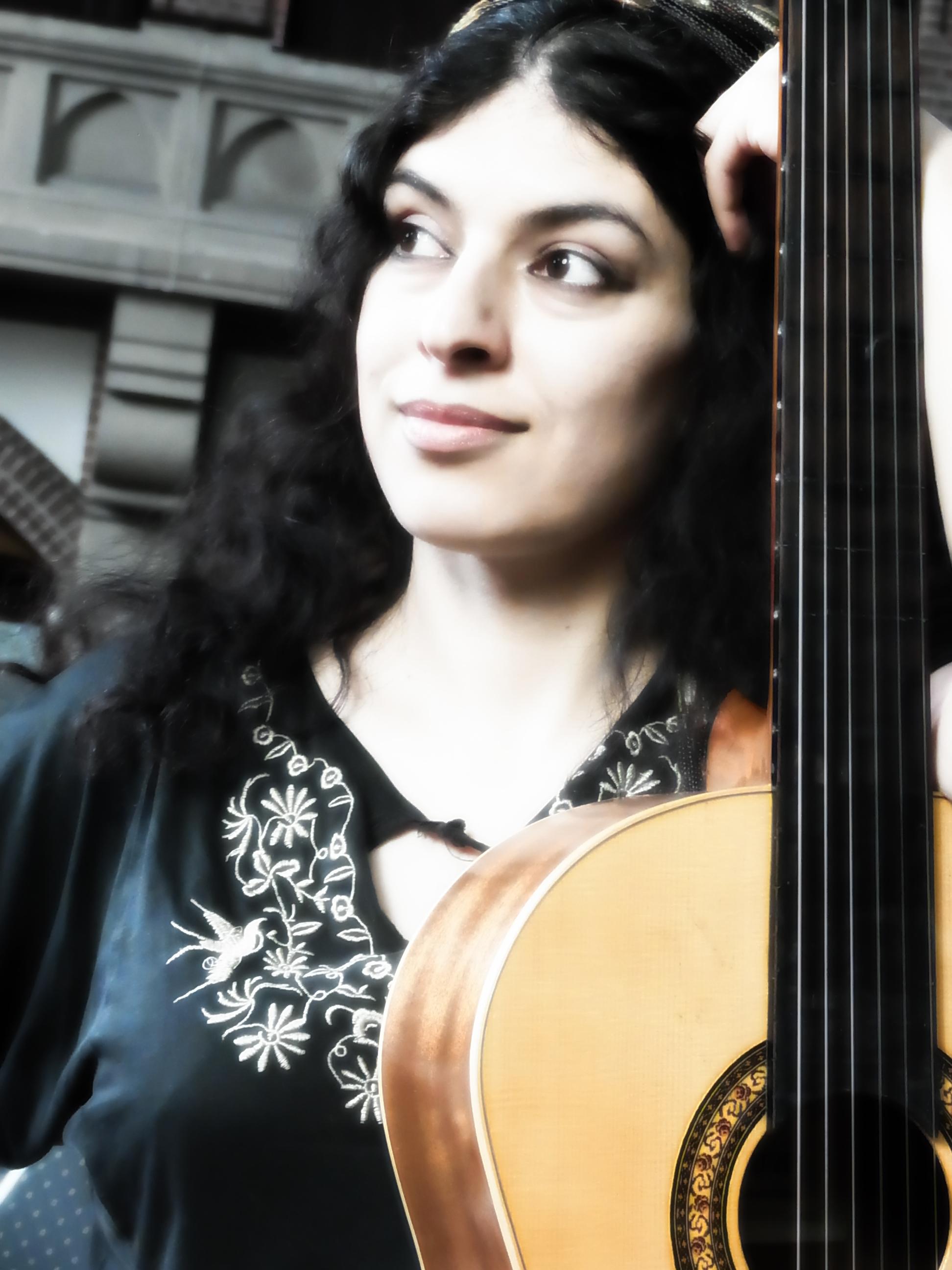 Saharvash fretless guitar