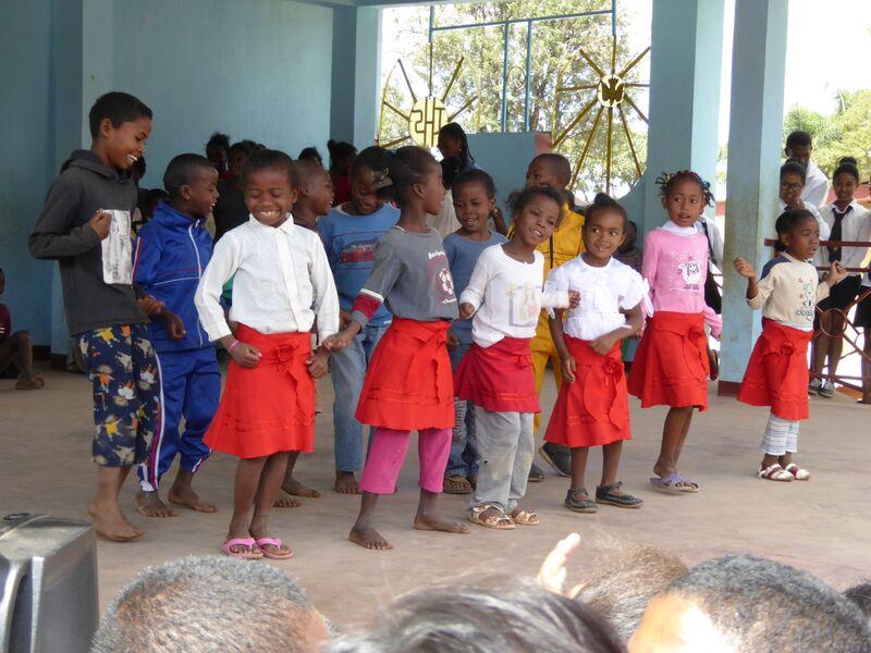 P1010319 Auftritt kath. Schule St. Pierre Malaza2