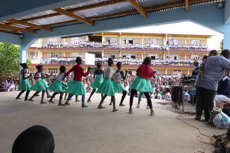 P1010305 Auftritt kath. Schule St. Pierre Malaza1