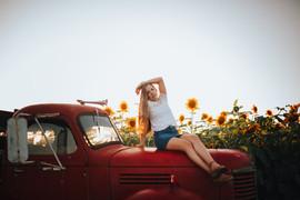 olivia_sunflower_july2019 (19 of 27).jpg
