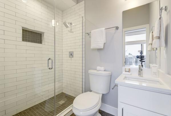 711 15th Street Bathroom