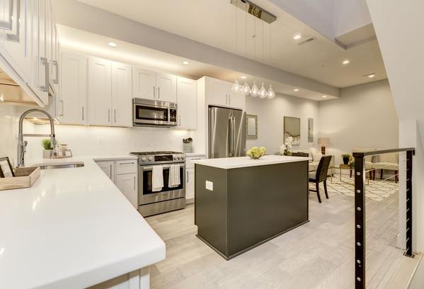 711 15th Street NE Kitchen