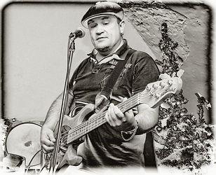басист Олег Масаев