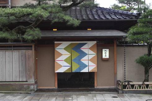Asadaya_Entrance_玄関春暖簾正面