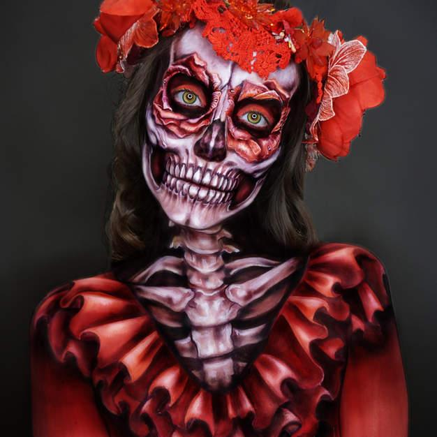 Skull bodypainting