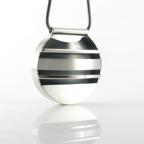 Variegated Striped Round Pendant