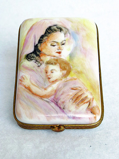 Limoges Mother's day box with MOTHER inscribed in 8 languages