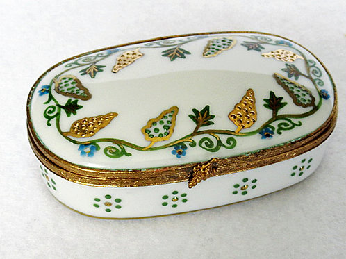 Limoges porcelain grapes and leaves design hand painted box
