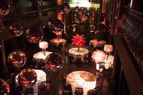 théâtre du renard avec table et décoration soignée