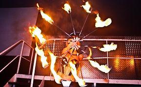Danseuse pyrowoman feu pour soirée