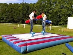 Location gladiateurs perchés gonflable pour evenement et WEI