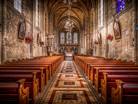 Jak przejść przez oś kościoła?