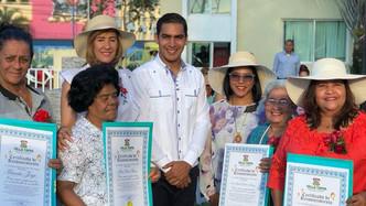 Alcaldía Villa Tapia  reconoce mujeres meritorias