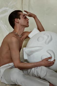 trouser BRUNELLO CUCINELLI, neckalce VITALY, rings TWOJEYS, ICON, DESIGNBLONDON Sculpture Pura Cal