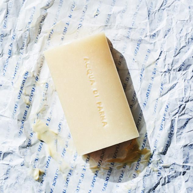 Colonia (100g * 2ea) and Aqua di Parma with soft, rich foam that reduces skin irritation.