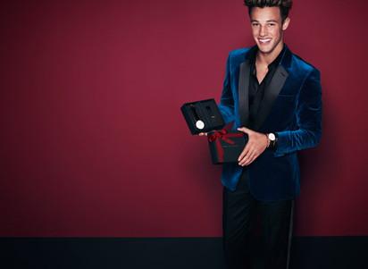 Cameron Dallas Models Daniel Wellington Holiday 2017 Collection