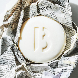 Betibe Soap Bar (150g) with a scent of jasmine petals and violet powder.