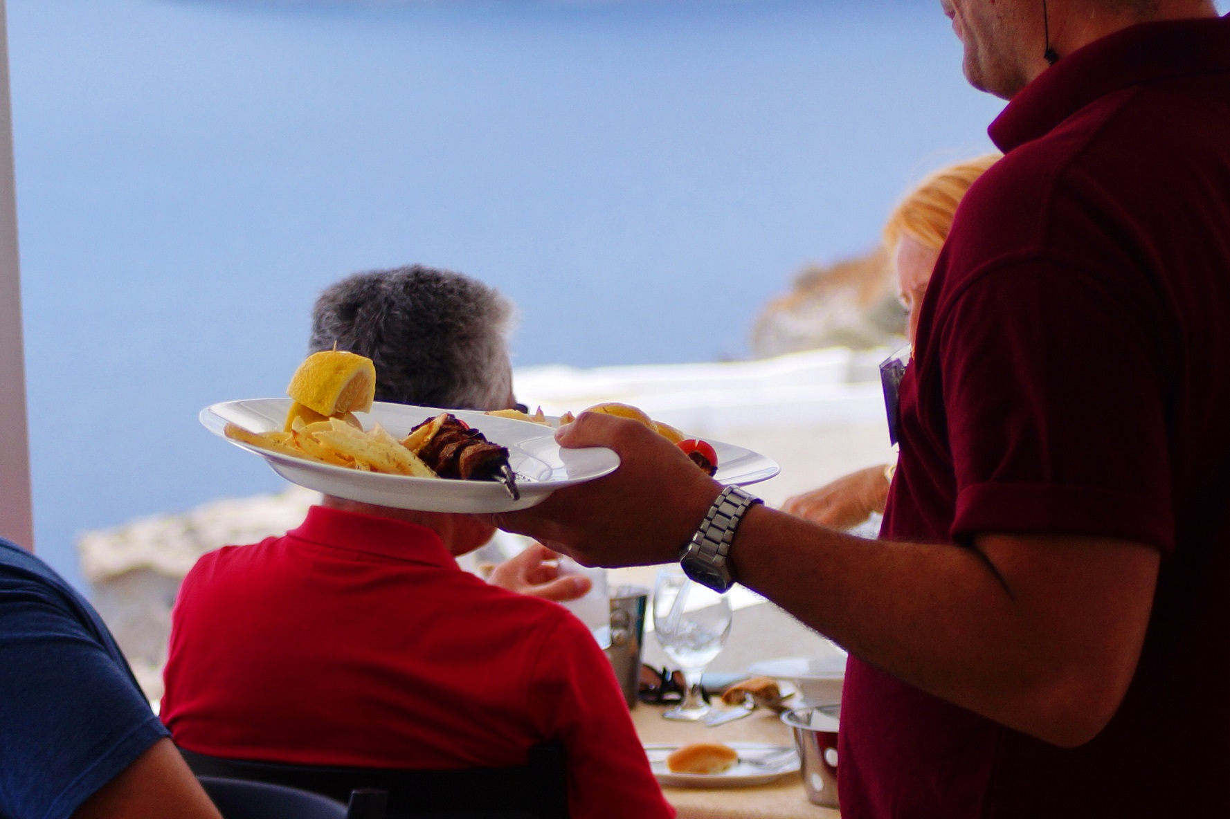 best food in oia village santorini