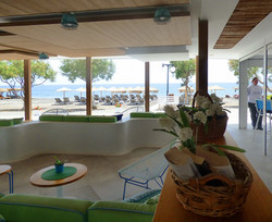 hotels in beach santorini