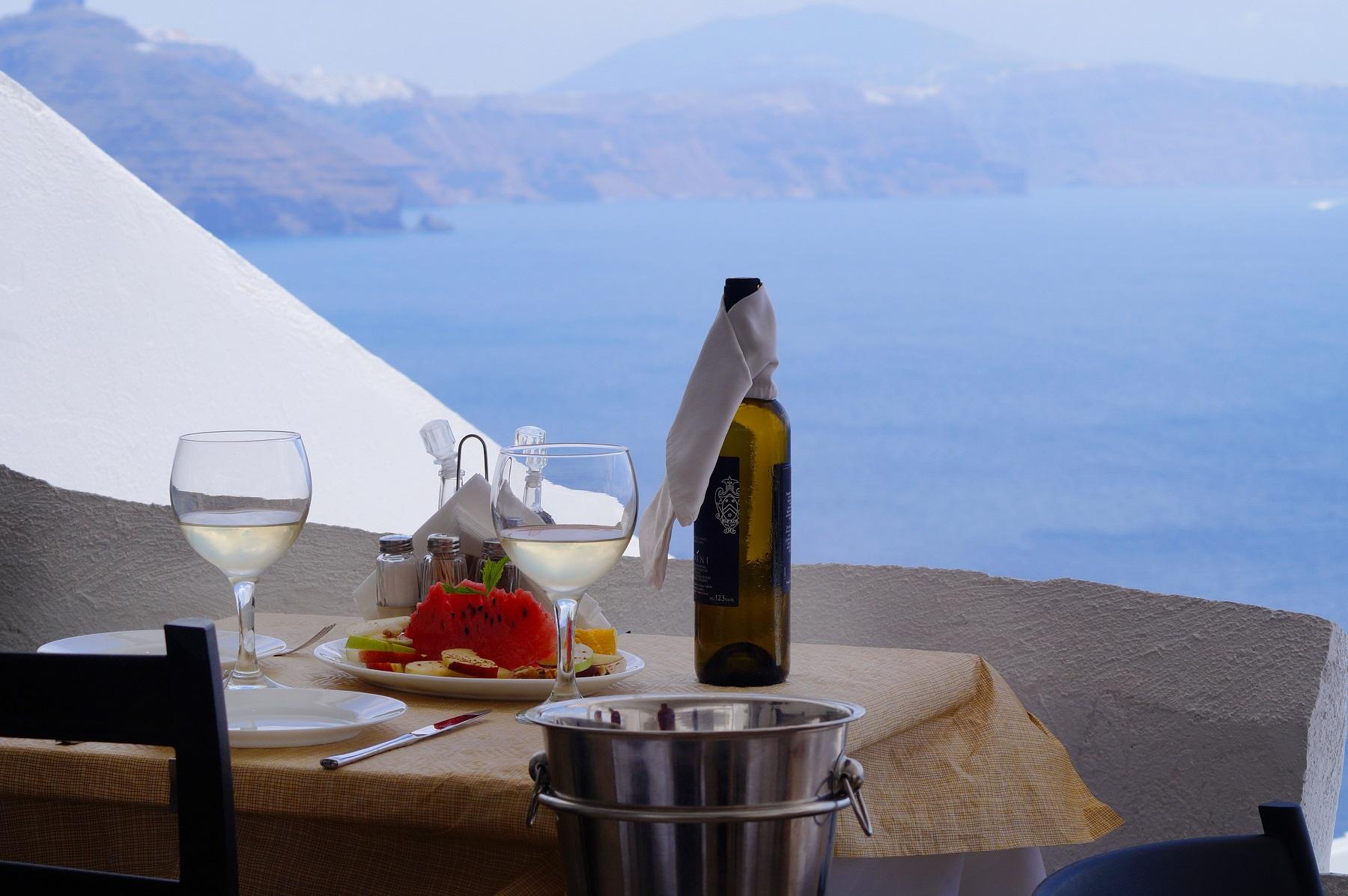 apsithia-oia-santorini-wines-restaurants