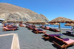 Perissa beach Santorini.jpg