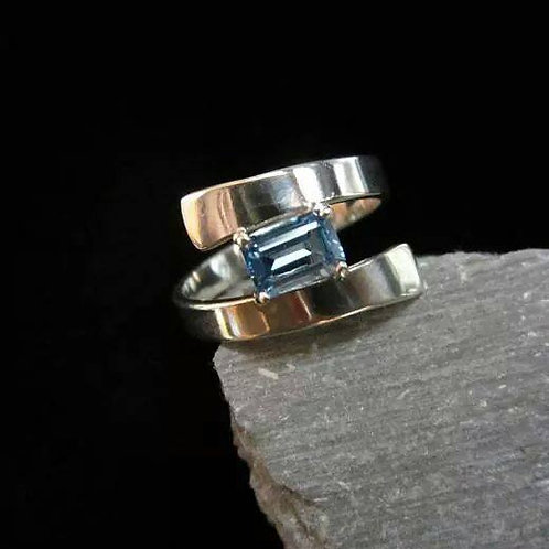 Swirl Ring with Small Stone
