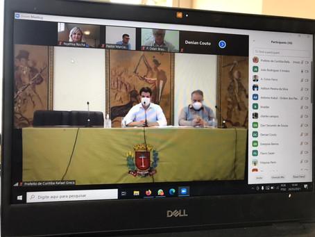 Noemia Rocha, líderes religiosos, vice-prefeito e representantes da SMS debatem situação dos templos
