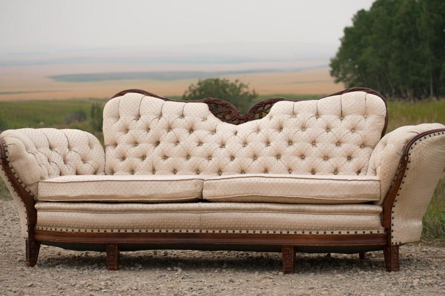 Victorian Sofa - Vintage Rentals