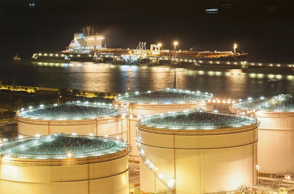 web Tanker_Refinery_Night_shutterstock_1