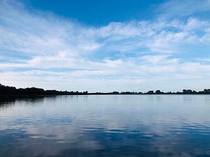 Aan het meer.jpg