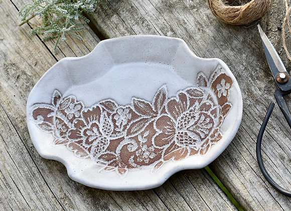 LACE POTTERY OVAL SOAP DISH