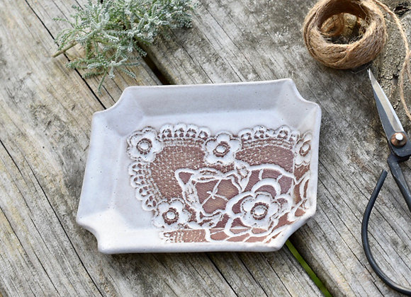 LACE POTTERY RECTANGLE SOAP DISH