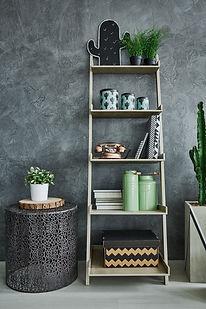 Mur et étagère gris