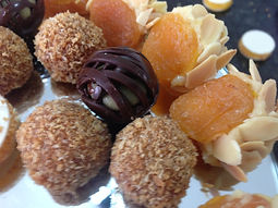 Doces Finos - ouriço de damasco, pistache e coco