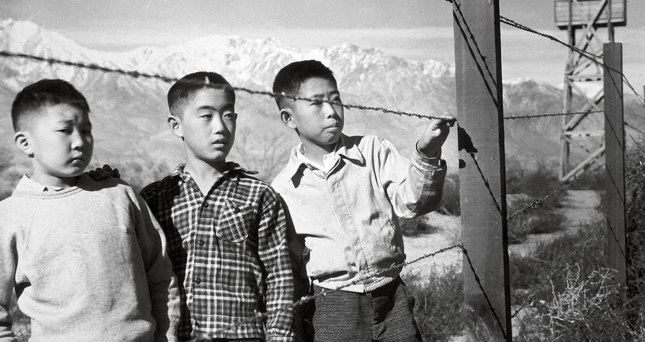 Manzanar, California, 1944.