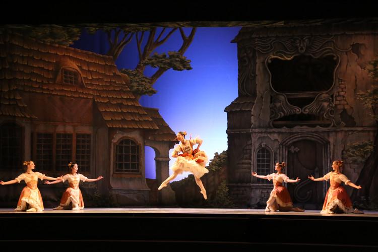 Artist of The Australian Ballet -Jill Ogai