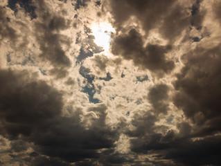 먹구름 위의 태양