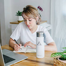 Girl with her Pearl Aesthete Stainless Steel Water Bottle 20.oz (600ml)